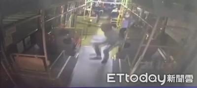 客運急煞害乘客撞投幣箱 司機:他沒扶好把手