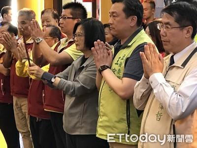 總統蔡英文到台南南天府上香祈福