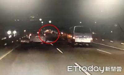 辛亥路飄移甩過頭 休旅車自撞變廢鐵