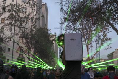 智利抗爭雷射打下無人機 國會同意修憲