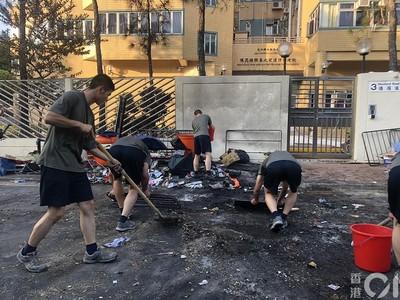 駐港解放軍出動 清理「三罷」路障
