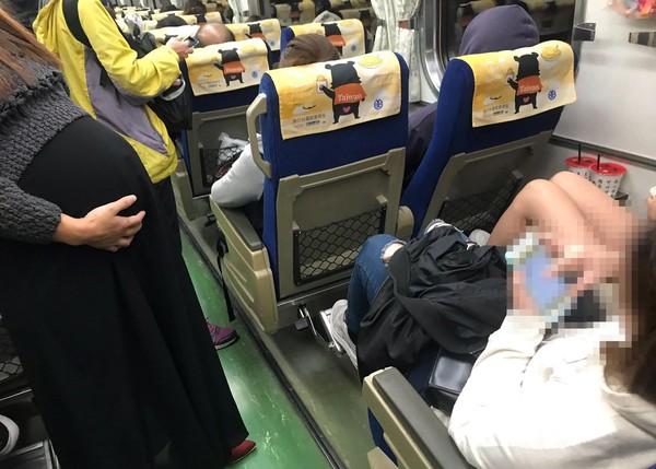 「對號座乘客」拒讓位給孕婦 她拍照公審:丟光台灣人的臉