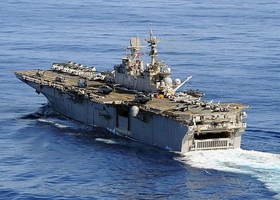 美海軍「硫磺島號」維修中失火