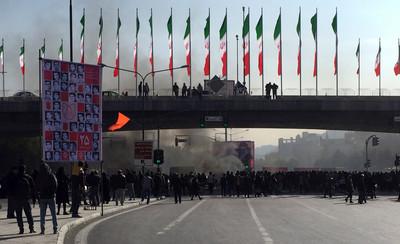 伊朗汽油飆漲50%定額配給 爆發示威