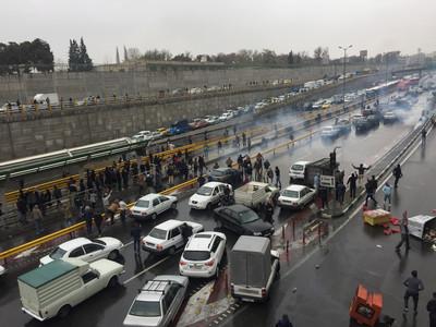 伊朗示威「網路被切」至少106人喪命