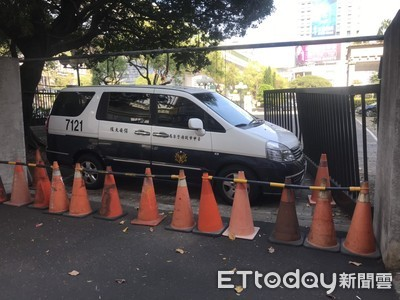 台中男酒駕「巴庫」衝警局 電動側門凹了