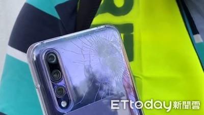 香港理工大學磚塊飛「砸中記者手機」