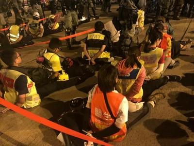 香港疑大批急救員被捕 記協:離開理大的人均會被捕