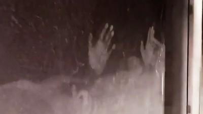 「求救小手印」遺留窗戶上!睡夢中火攻一家五口 兩個女兒命喪火窟
