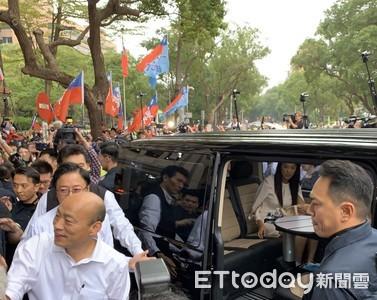 圖/總統候選人座車內裝「小會議桌」曝光