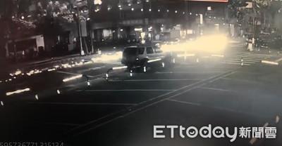 「火球」劃過路面!休旅車拖行機車3百米影片曝