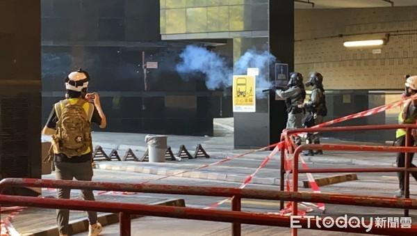 ▲香港理工大學警民衝突直到18日上午尚未平息。(圖/記者游宗樺攝)