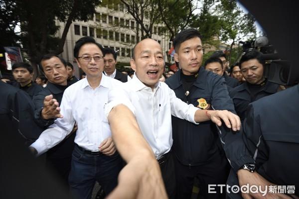 ▲▼韓國瑜張善政赴中選會領表登記參選中華民國總統。(圖/記者湯興漢攝)