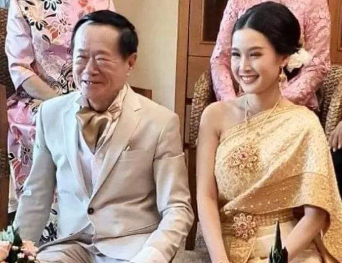 豪砸2000萬聘禮 70歲咖啡總裁娶20歲美嬌娘:我們早就約定了婚期。(圖/翻攝「บิ๊กเกรียน」臉書)