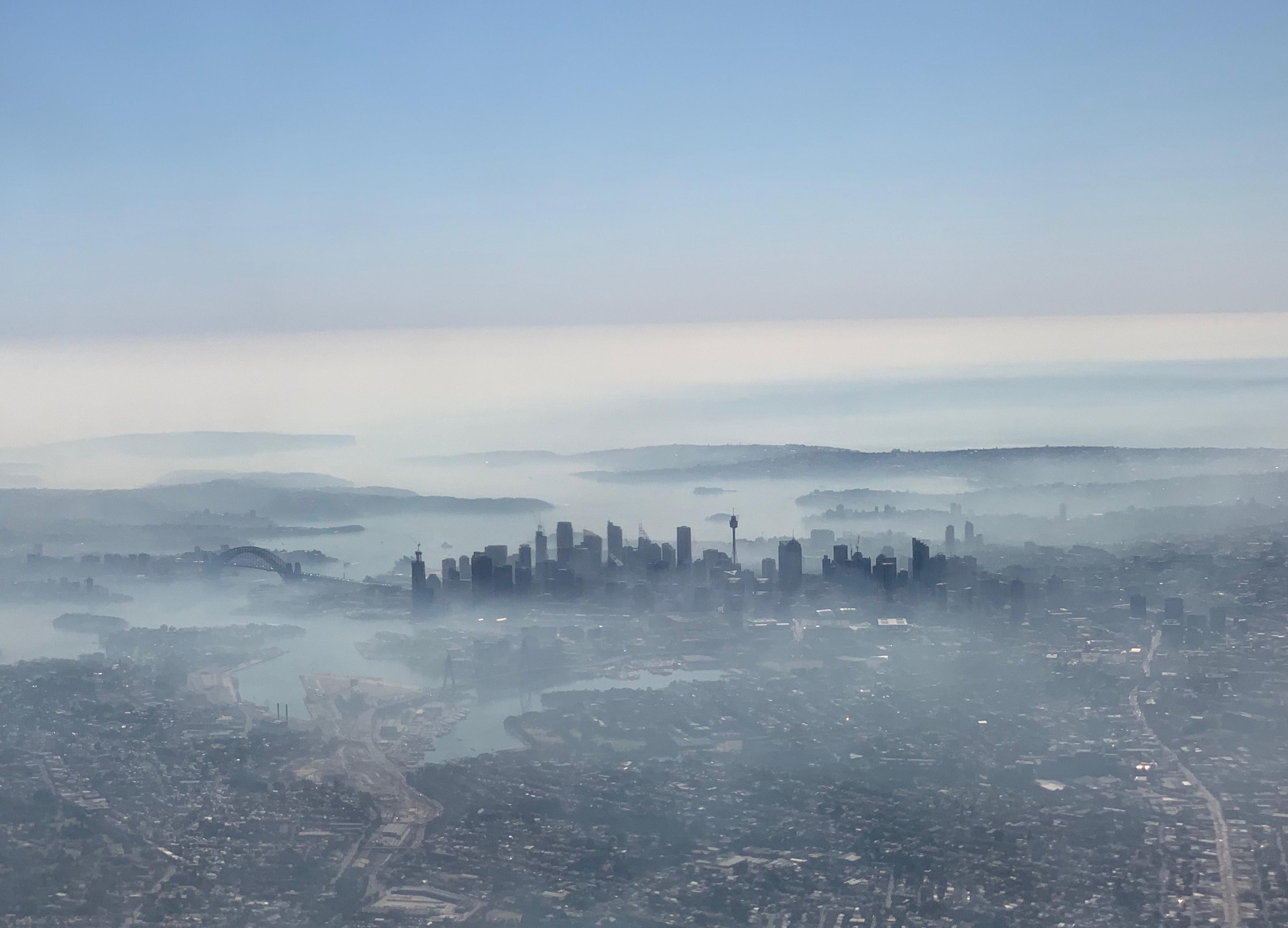 ▲雪梨的天空霧濛濛。(圖/路透)