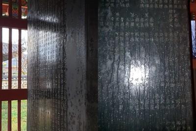 南韓神秘石碑突流下1L汗水