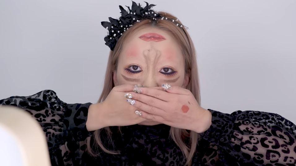 ▲▼五官顛倒妝。(圖/翻攝自YouTube/회사원A)