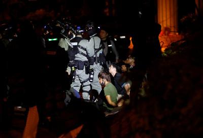 港警「音樂當武器」勸降理大示威者