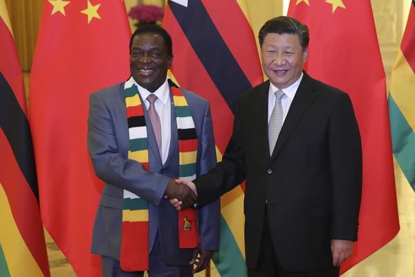 ▲辛巴威總統艾默森與習近平。(圖/美聯社)