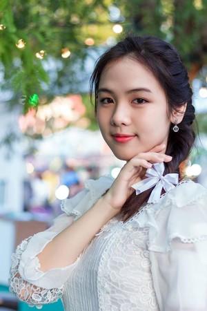 ▲▼鄰家女孩回眸甜笑,比珍珠奶茶還甜!(圖/翻攝自Monthana Chuthatus臉書)