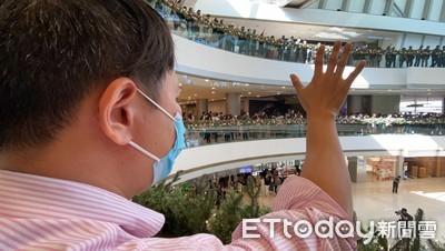 香港IFC商場千人快閃集會 示威者:不敢想未來