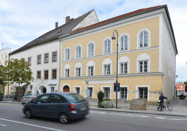 ▲德國獨裁統治者希特勒(Adolf Hitler)位於奧地利西北部因河畔布勞瑙(Braunau am Inn)的故居。(圖/達志影像/美聯社)