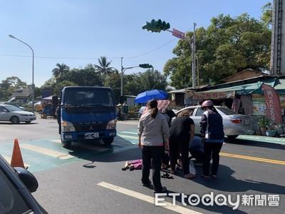 南投賣粿婦到對街送貨 遭貨車撞飛命危
