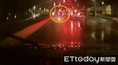 他不想被攔查竟衝撞警車 逃了4公里被罰21萬
