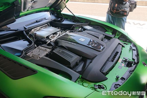 ▲1268万!宾士「AMG GT R PRO」限量7台 最强钢炮45 S同步登台。(图/记者张庆辉摄)