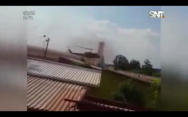 ▲直升機在基地起飛後因失去動力而在附近的一處針筒工廠墜毀並起火。(圖/翻攝自YouTube/帳號名稱)