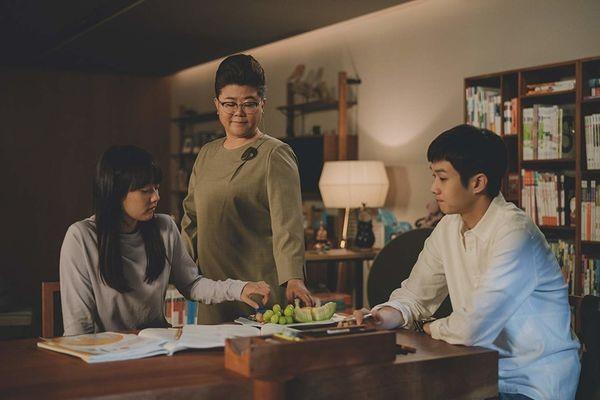 ▲▼李姃垠以電影《寄生上流》女管家一角獲得青龍獎最佳女配角。(圖/劇照)