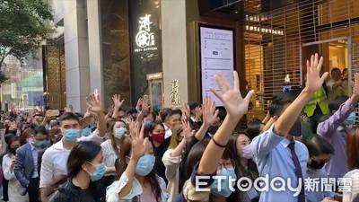 香港半年內恐「5600人被裁員、7000家零售結業」