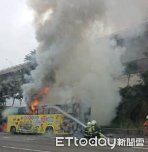 桃園客運國道起火 23人驚逃