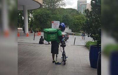 外送員裝義肢騎單車!最美背影讓網想哭