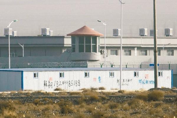 ▲▼ 被關押在「再教育營」的人,大多是維吾爾族穆斯林,他們必須學習普通話,遵守嚴格日常規範,才能離開。(圖/達志影像/美聯社)