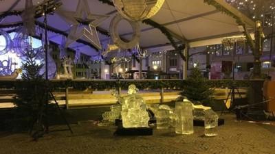聖誕市集冰雕突崩塌 砸死2歲女童