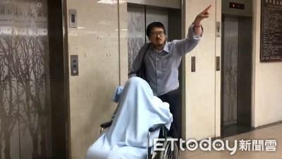 輪椅黃琪出庭狀態好 滑手機找「授權書」超順!
