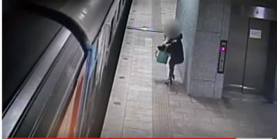 高跟鞋妹跳火車 月台驚險「大翻滾」