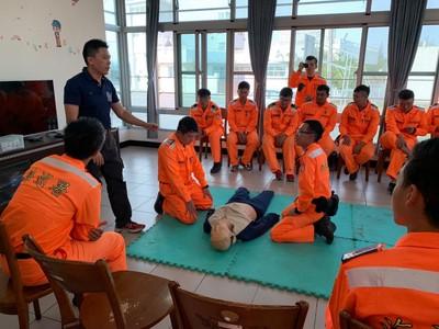 海巡署邀請消防人員CPR實務教學