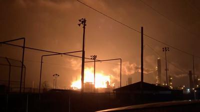 德州石化廠爆炸釀3傷 狂燒逾17hrs