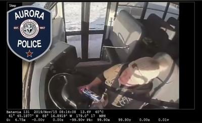 校車司機邊喝酒邊開車 後面竟載30名小孩!
