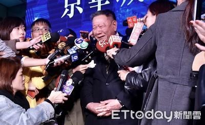 京華城感恩節熄燈 73歲沈慶京激動落淚