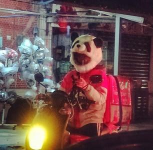 熊貓出沒 外送員專業熱誠感動人