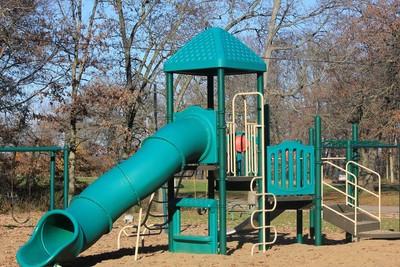 滑梯、鞦韆有危險 日萬座公園仍在用
