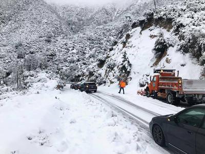 南加州下雪助滅野火 迎白色感恩節