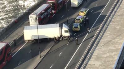 倫敦橋攻擊釀2死!持刀男被擊斃