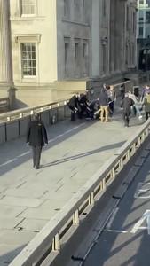 倫敦男隨機砍人 恐攻前科剛出獄