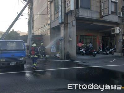 天然氣管線被撞斷 警消人員射水