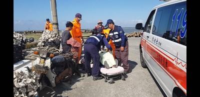 漁民騎車自摔海巡協助通報就醫