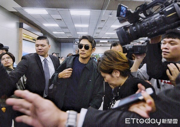 ▲▼     反町隆史抵達松山機場        。(圖/記者張一中攝)